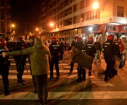 Bạo động ở trận Bilbao - Spartak Moscow khiến 1 cảnh sát thiệt mạng